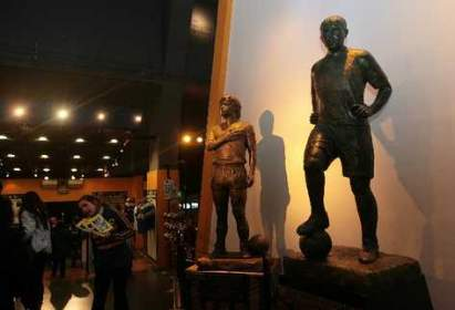 ESTATUAS-Riquelme-Armando-Maradona-Juniors_PREIMA20110709_0058_5.jpg