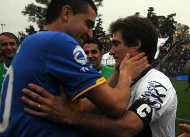 Riquelme-Guillermo-ultimo-Boca-Gimnasia_OLEIMA20111014_0104_3.jpg